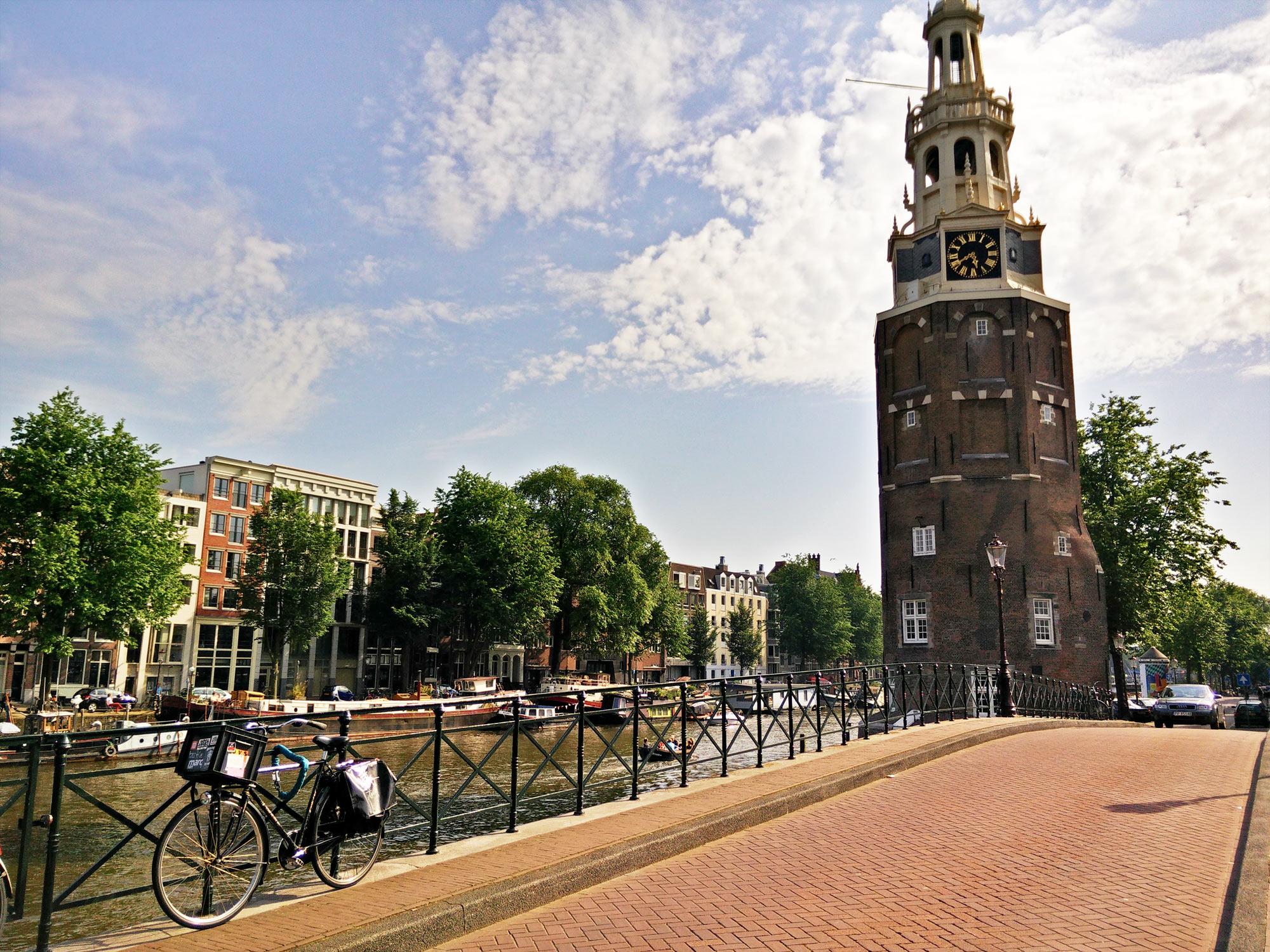 Montelbaanstoren, Gracht in Amsterdam